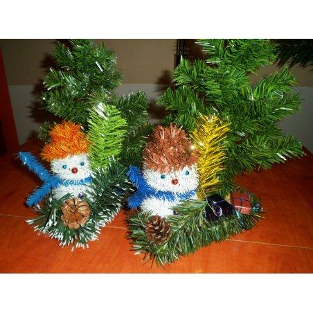 Snehuliak so stromčekom